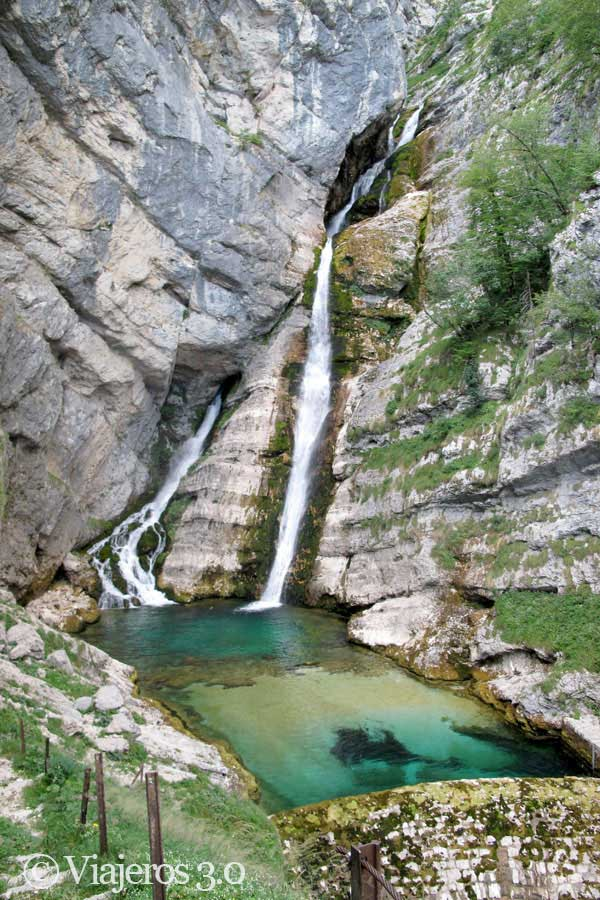 cascada Slap Savica en el lago Bohinj