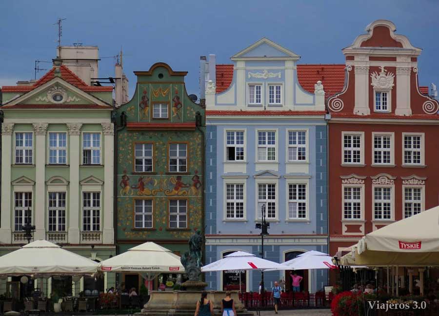 casitas de colores en la plaza Stary Rynek de Poznan