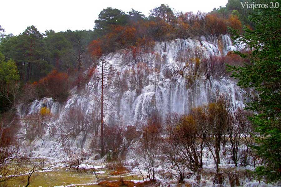 saltos de agua nacimiento del río Cuervo en Cuenca