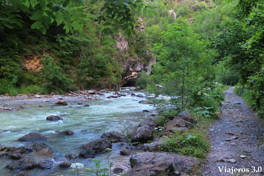 sendero en el cañón del Añisclo