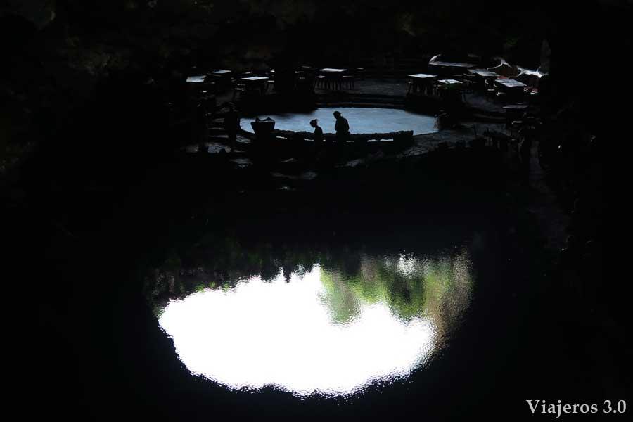 lagos en los Jameos del Agua en Lanzarote