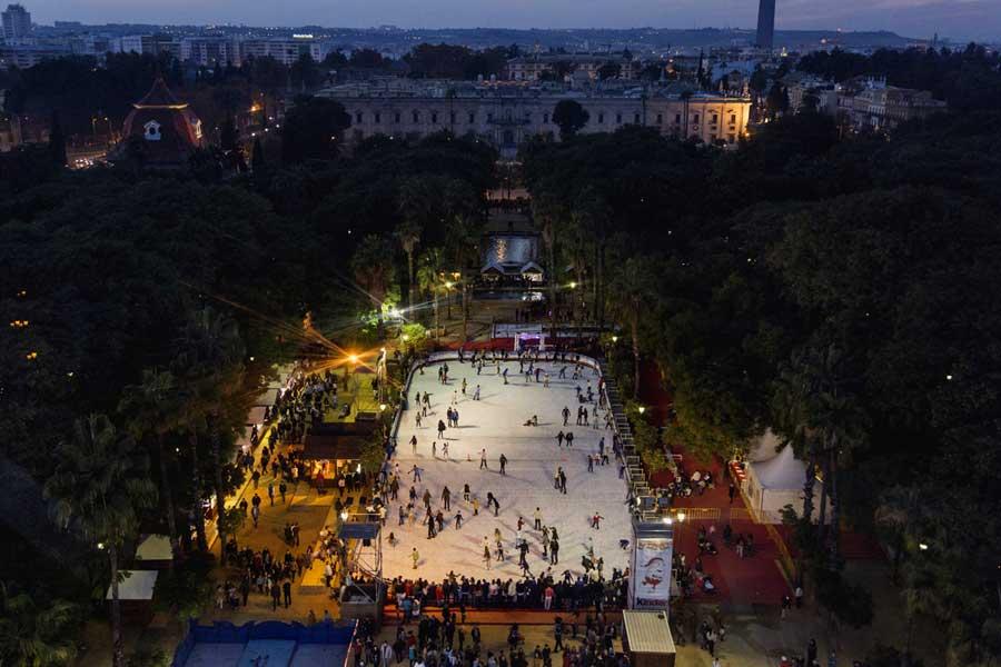 pista de patinaje en el Prado de San Sebastián en la Navidad en Sevilla