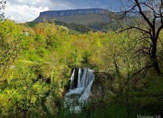 Cascada de Peñaladros en el norte de Burgos