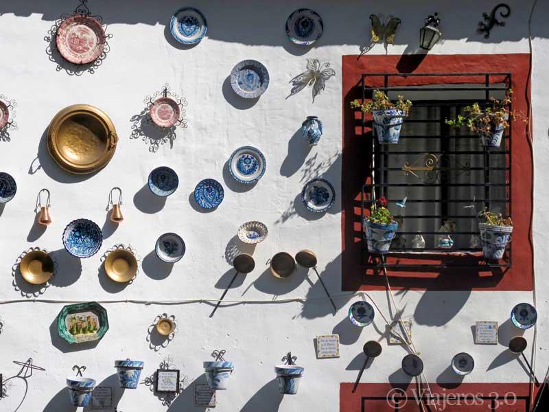 Ventana con cerámica en Granada