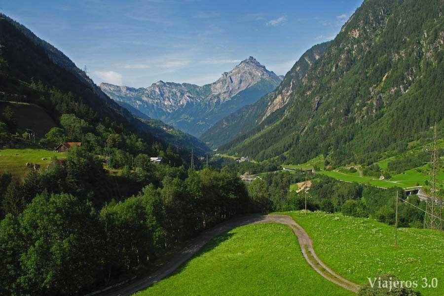 Carretera de los tres puertos en Suiza