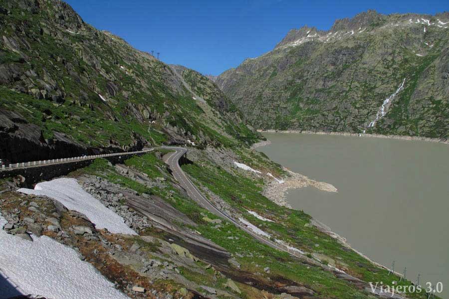 Grimselpass, carretera de los tres puertos en Suiza