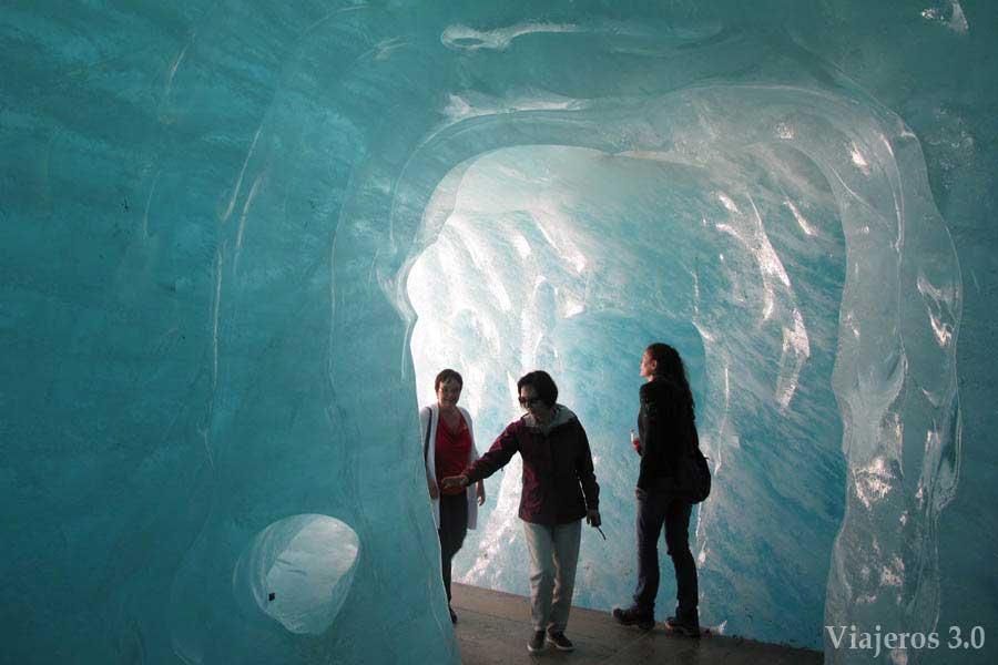 En el interior del Glaciar del Rodano.