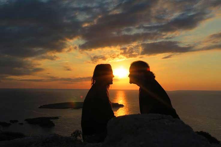 Un atardecer romántico en Menorca.