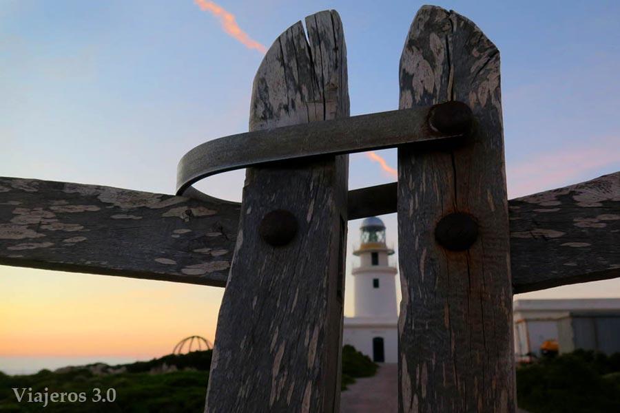 Faro de Cavallería, uno de los faros más bellos de Menorca.