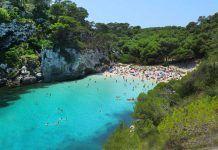 la pequeña cala Macarelleta de Menorca