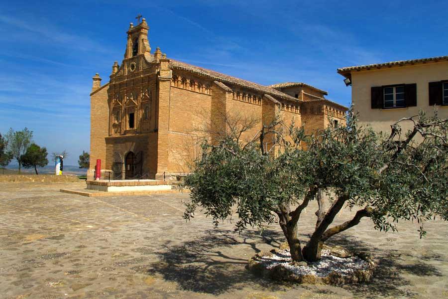iglesia de Nuestra Señora del Yugo en el mirador de Árguedas de las Bardenas Reales
