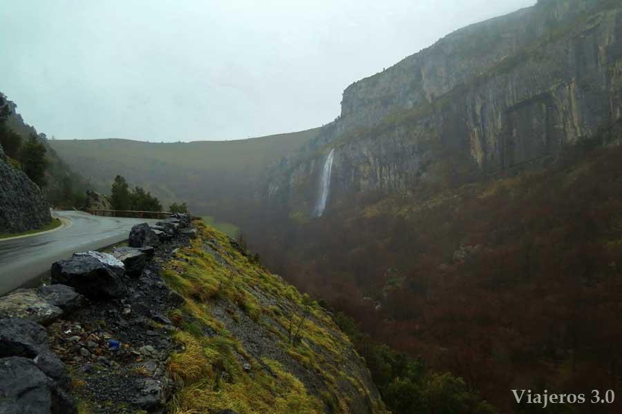 carretera cascada al nacimiento del río Asón