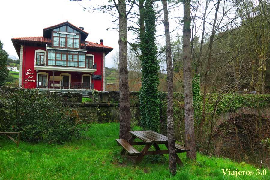la Casa del Puente, habitación con jacuzzi privado en Regules, Cantabria