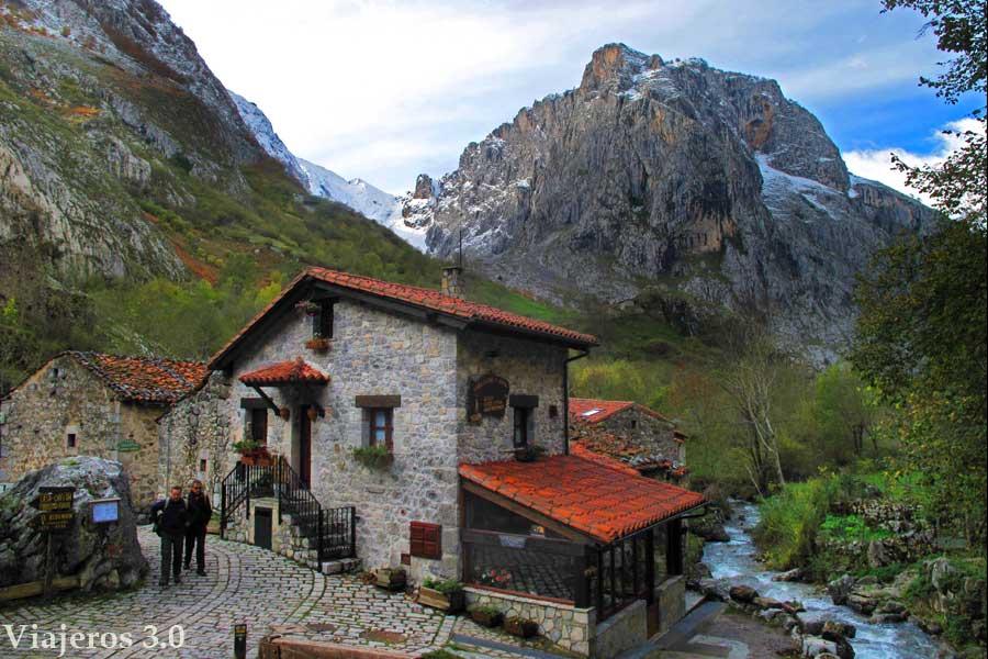 pequeña localidad de Bulnes en los Picos de Europa