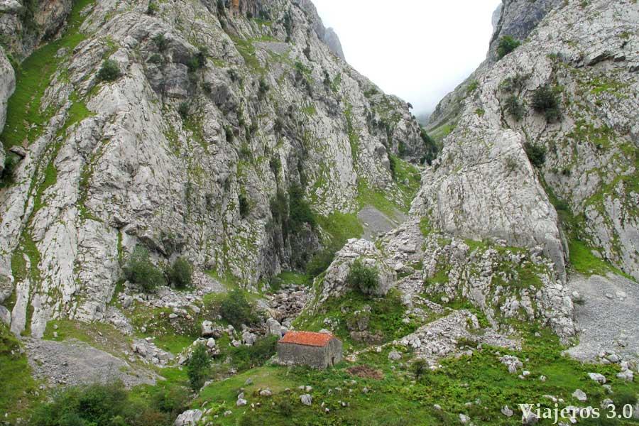 inicio de la ruta de senderismo a Bulnes