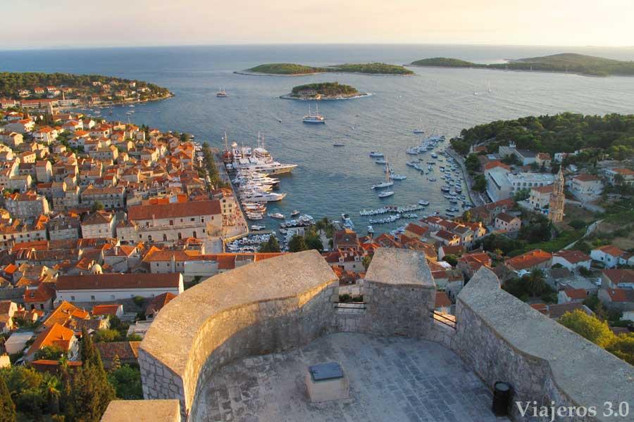 vistas de la ciudad de Hvar, que hacer y que ver en Croacia