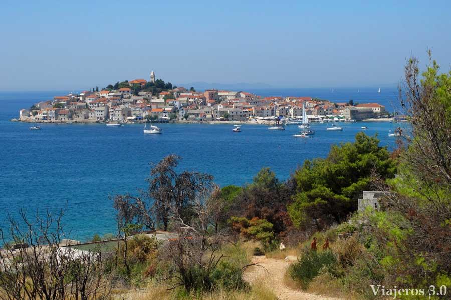 vista de Primosten, ruta por Croacia y Eslovenia