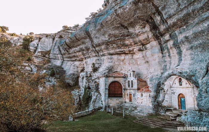 Ojo Guareña, Ermita de San Tirso y San Bernabé