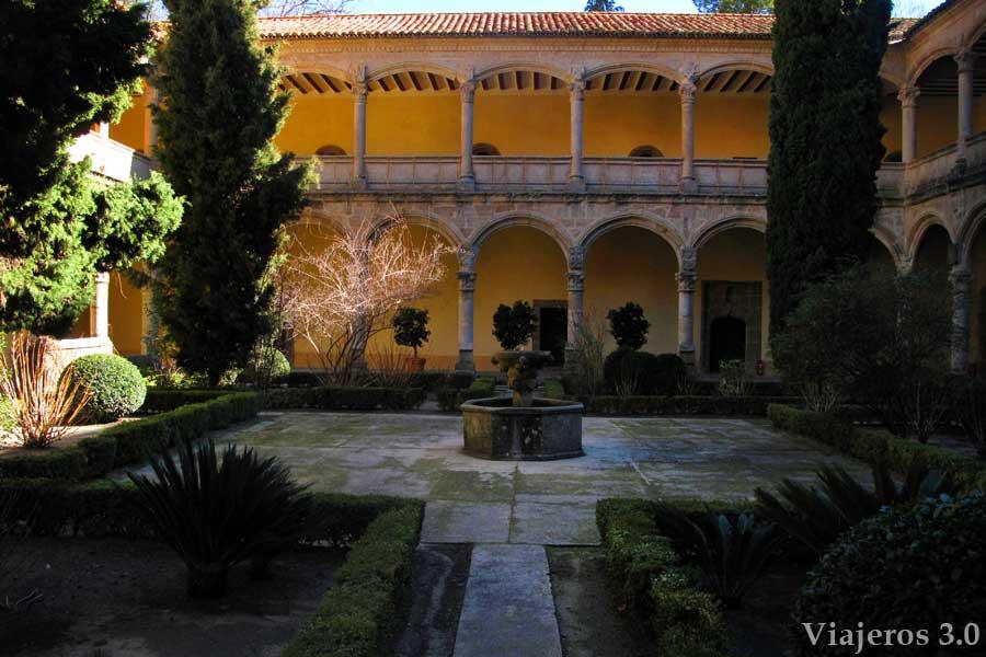 claustro de Monasterio de Yuste, qué ver cerca de Cáceres