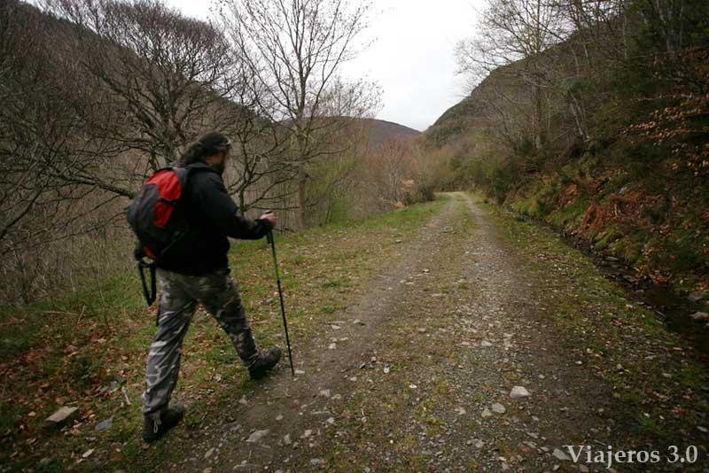 sendero de Tres Aguas al Pozo Negro en Burgos