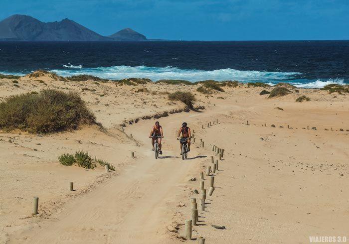 Ruta en bicicleta por La Graciosa.