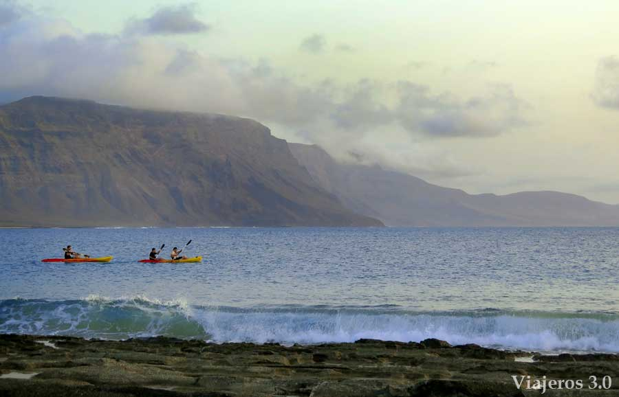 kayaks en la isla de La Graciosa