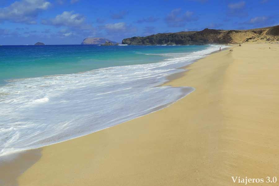 playa de las Conchas en la isla de La Graciosa, viajar en invierno
