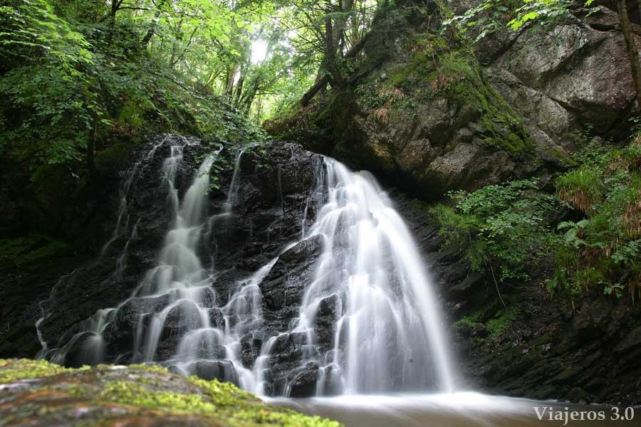 cascada de Fairy Glen