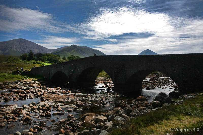 puente en la isla de Skye, en ruta por Escocia