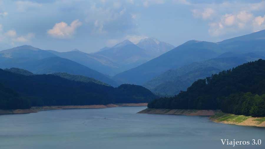 Lago Vidraru en la carretera Transfagarasan, una semana en Rumanía