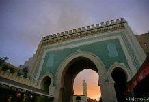 Visitar Fez: puerta Bab Bou Jeloud