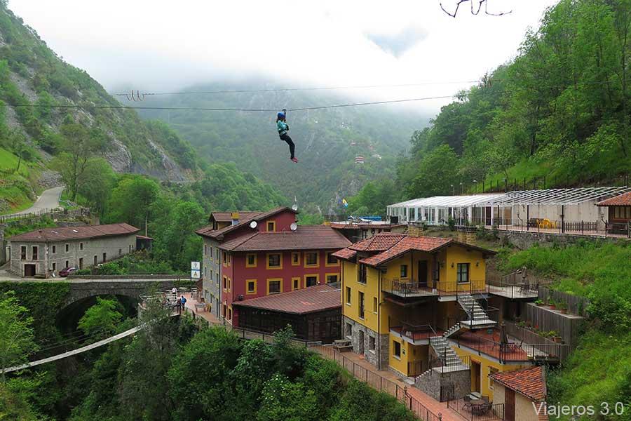 aventura y tirolinas en hotel Puente Vidosa