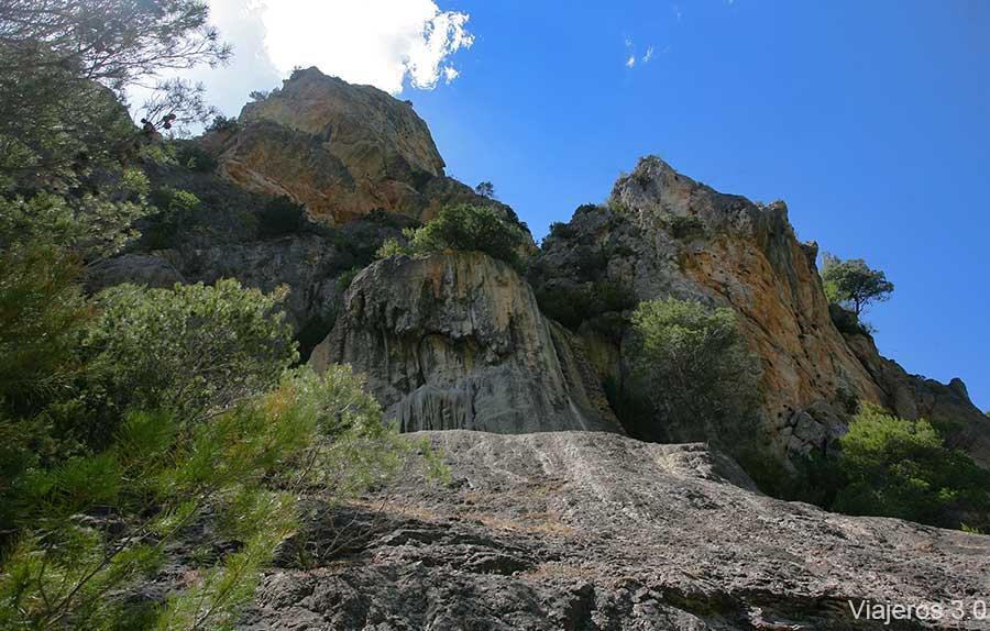 cascada de roca en el Hundido de Armallones