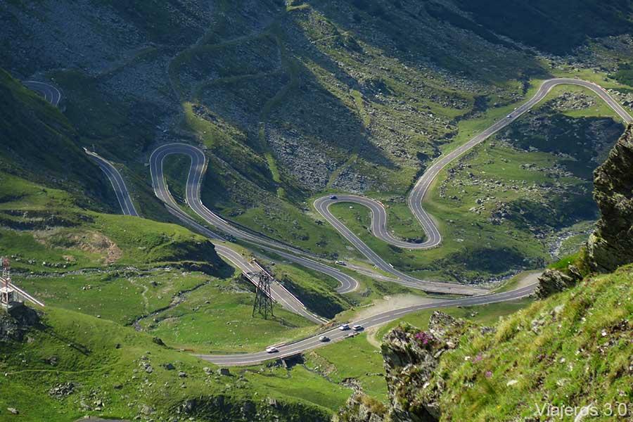 curvas en la carretera Transfagarasan