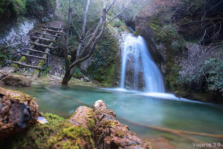 cascada de la Huevera, en el Valle de Caderechas