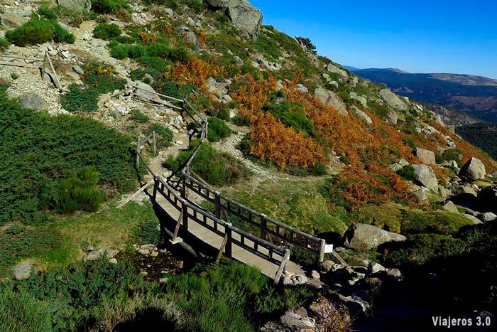 Sendero a la cima del Pico Peñalara.