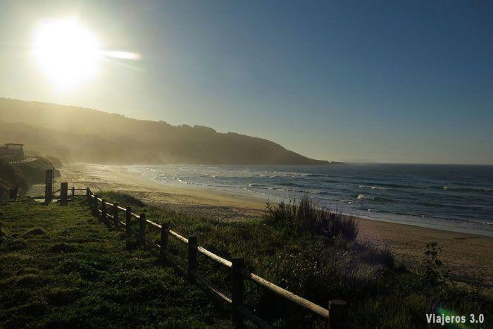 atardecer en playa de Razo, escuela de surf en Galicia