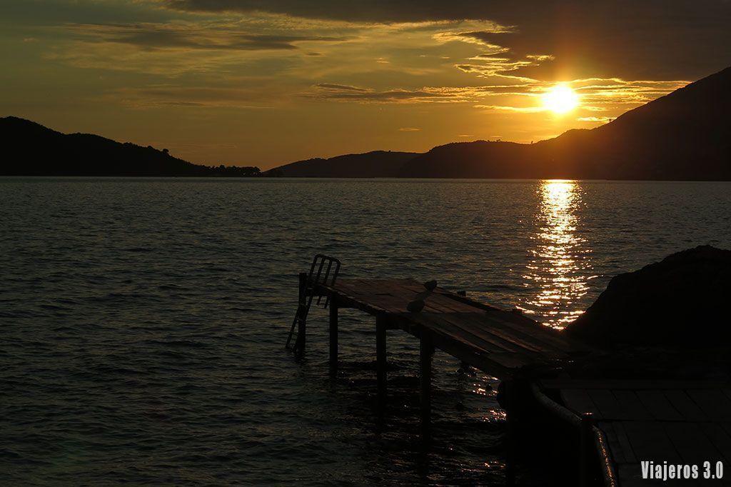 puesta de sol en Kamenovo, guía de Montenegro