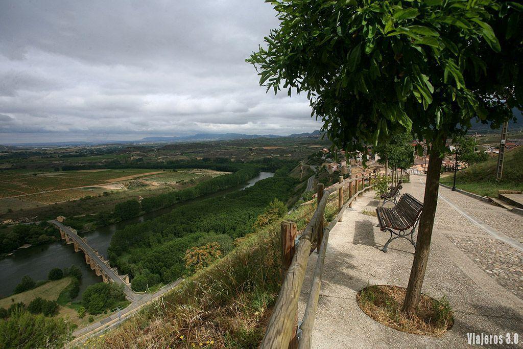 río Ebro en San Vicente de la Sonsierra, uno de los pueblos más bonitos de La Rioja