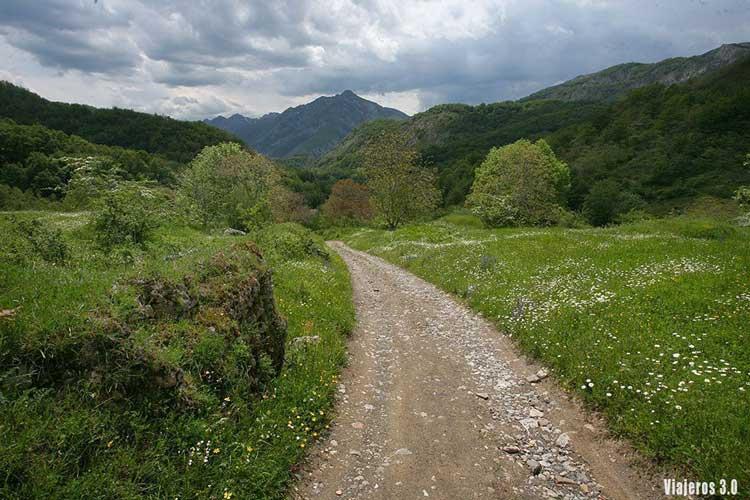 Senderismo en el Valle de Sajambre: ruta de Vegabaño