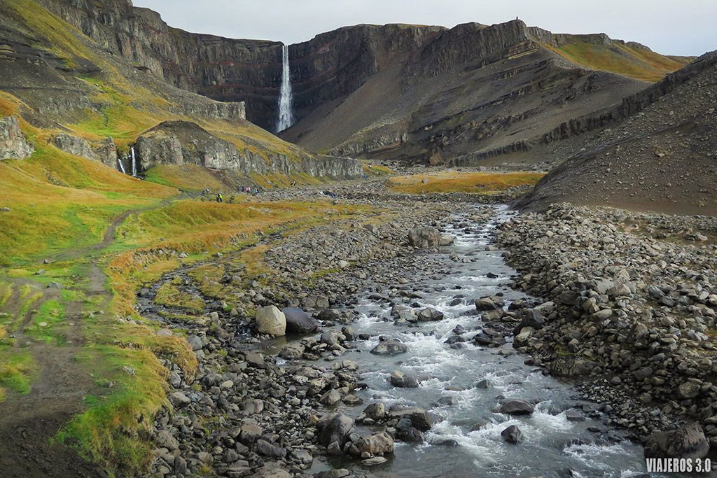 cascada de Hengifoss, ruta por Islandia en 2 semanas