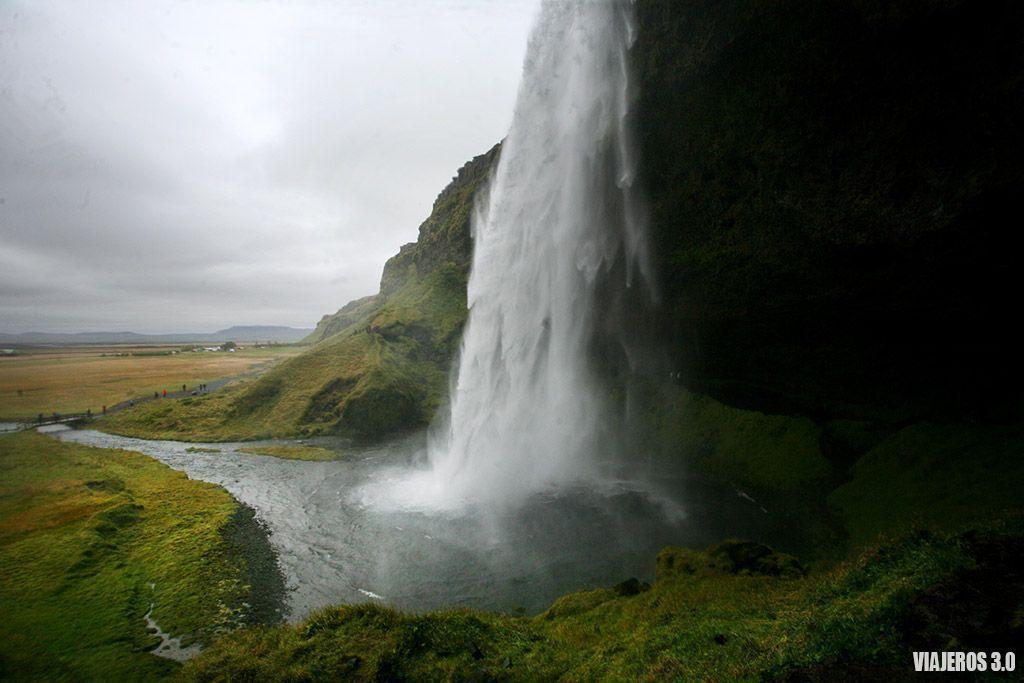 Las cascadas más bonitas de Islandia, Seljalanfoss.