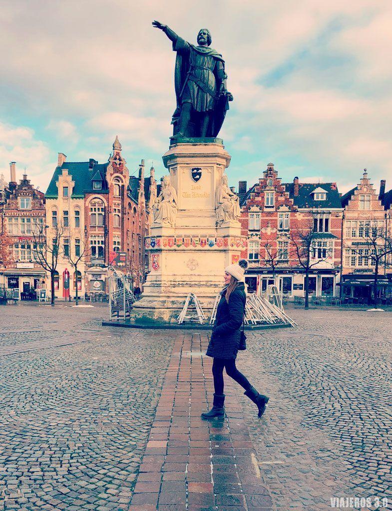 plaza Vrijdagmarkt, que visitar en Gante en un día