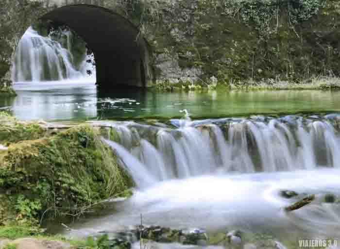 Cascada en Orbaneja del Castillo, las cascadas en España más bonitas
