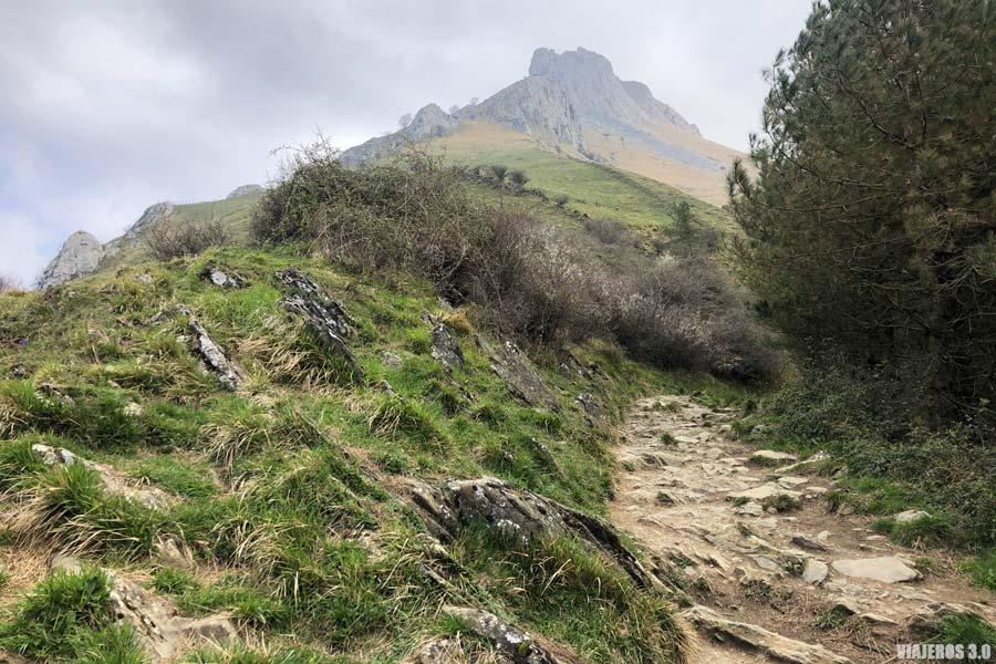 Ruta al monte Txindoki desde Larraitz, ascensión al Cervino vasco
