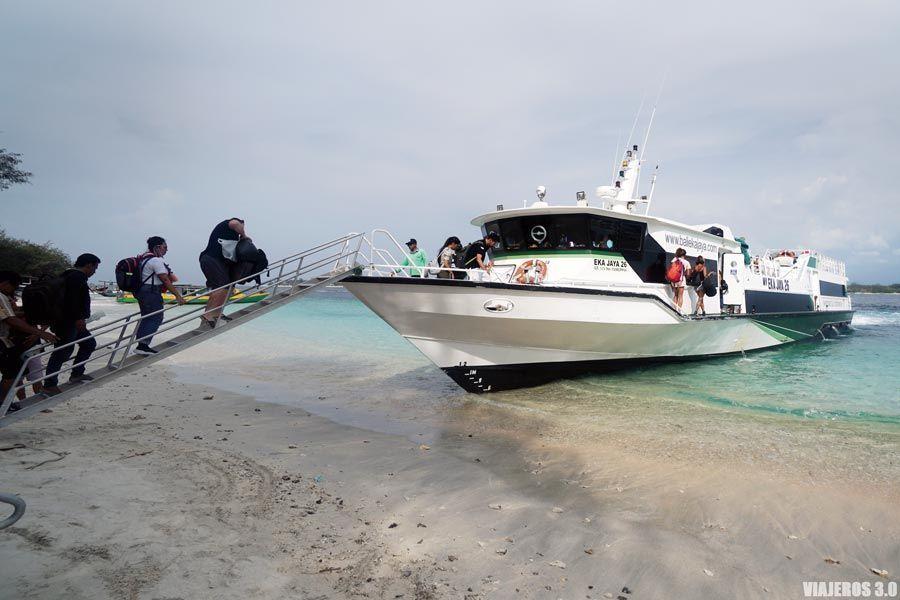 Barcos para moverse por Indonesia por libre.
