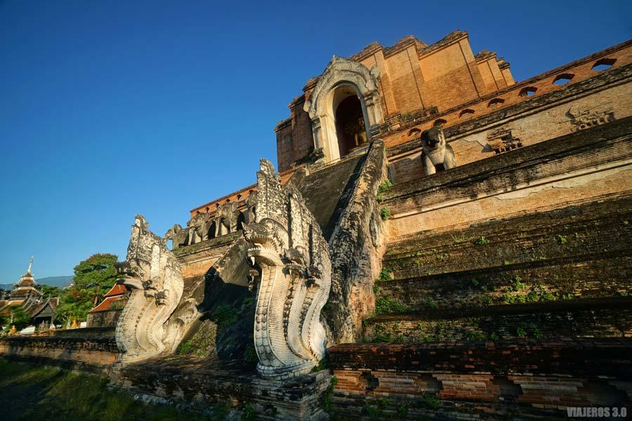 Wat Chedi Luang, templos budistas en Chiang Mai.