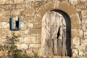 Pueblo abandonado en Huesca, Finestres