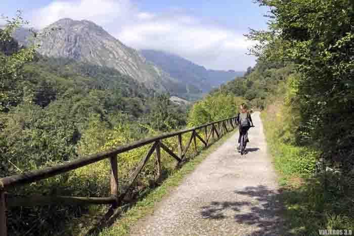Senda del Oso en bici en Asturias.