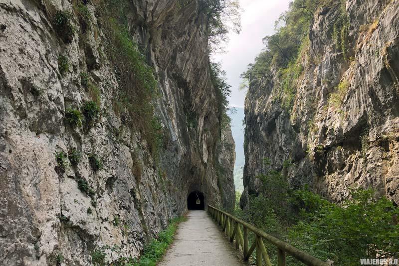 Desfiladero de Peñas Juntas en Asturias.